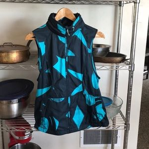 NWOT lululemon run vest, size 6